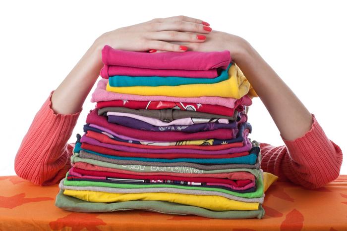 pilha de roupas dobradas