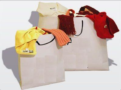 sacola com roupas