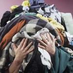 segura pilhas-de-roupas